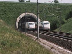 2 ICE im Tunnelportal Kehrenberg-Nord (1991-2000?)